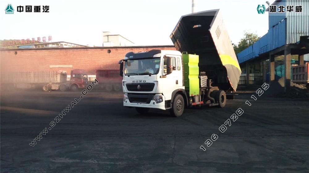 重汽T5G竞博体育app车在煤厂工作