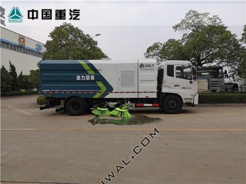 东风天锦扫路车作业