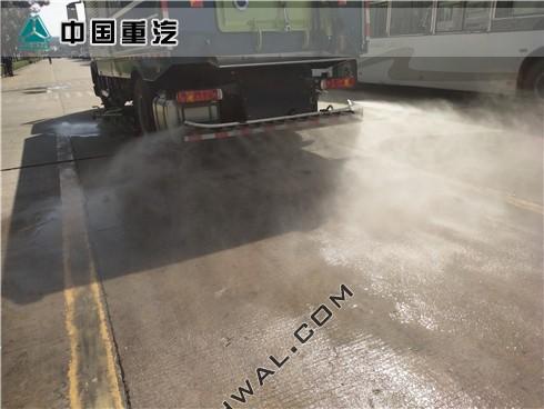 重汽T5G大型洗扫车作业
